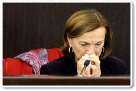 La ministra italiana Elsa Fornero llora al anunciar los recortes